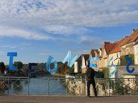 L'installation sur le pont Charles de Gaulle