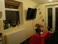 """Lorsque l'un de mes colocs allemand utilisait la sdb ^^ Notre looongue salle commune. Le salon en mode soirée. Notre frigo et nos """"oeuvres"""". Photo d'une soirée halloween."""