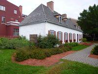 """Le fort initial, une des premières maison et son piano """"à disposition""""......."""