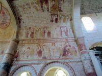 Un pilier du choeur et différentes fresques