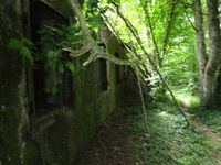 W3 : le tunnel de Saint Rimay, la façade du central téléphonique, l'accès au central, le gros bunker de gauche