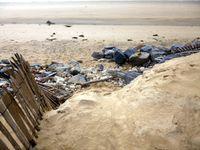 dunes endommagées, entrées de plage ensablées