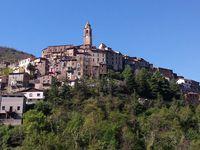 arrivée dans le village de Castel Vittorio