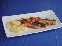 Sardines mi-escabèche, mi-charcutière à la salicorne