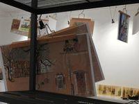 L'installation... Nous avions fait le choix de mettre les dessins originaux sous cadre et les repro sous cintre !