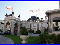 Jardin japonais. Casino. Hôtel de Ville. Arc de Campanus. Eglise. Thermes Chevalley. Le Revard. Parc floral et coucher de soleil sur le lac du Bourget.