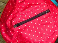 (Extérieur : Kokeshi sur fond bleu / Intérieur : Tissu enduit rose à pois)