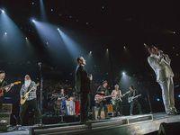 U2 avec le groupe Eagles Of Death Metal .