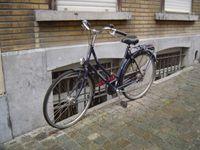 Bruxelles-Vélos bleus dans la ville-Panneau-McDonald's-wrap-Cl. Elisabeth Poulain