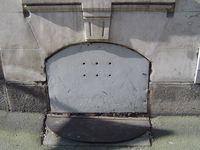 Portes tôle ou bois, de soupirail ras du trottoir 3-1, Clichés Elisabeth Poulain