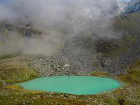 Les Trois Laux. Lacs de la Grande Valloire. En réalité quatre : lac de la Folle, Blanc (g), Noir (centre) et glacé (d). Splendides !