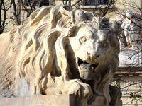 Les lions armoiries et vases, oeuvres du sculpteur Fauginet