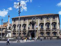 Fontana dell'Amenano Fontana dei Delfini  e teatro Bellini Piazza Bellini Fontana del Eléfante Piazza Duomo