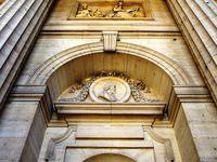 Détails du hall d'entrée de l'église :