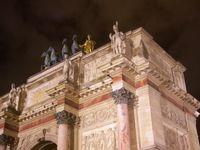 La Pyramide du Louvre et l'Arc de Triomphe du Carrousel