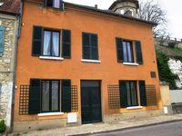 La maison de Monet aux volets ouverts Le Lavoir La fresque du centre ville