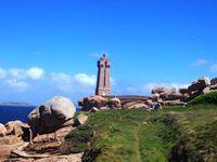 Le phare de Ploumanac'h et ses rochers