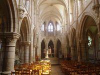 L'intérieur de l'église Notre-Dame de Saint-Père