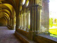 Le cloître de l'abbaye. Ses châpiteaux.
