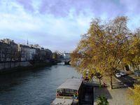 Le Pont Marie enjambant la Seine puis l'hôtel de Sens, notre entrée ... officielle dans le Marais