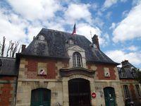 L'Hôpital Saint-Louis avec au centre son entrée avenue Richerand, aujourd'hui fermée