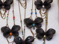 © LA FÉE QUI CLOCHE : bijoux et accessoires en matières recyclées, illustrations