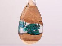 © Nomad Art : bijoux en bois et résine écologique (colliers, bracelets)