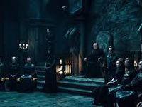 Un conseil occulte de vampires règne en secret sur ce monde pour le compte du démiurge...
