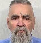 """L'ère """"Flower Power"""" à déchaîné une flambée de dérives psychiques et sexuelles, à base de drogues LSD fabriquée dans les laboratoires de l'armée US et de pratiques sexuelles dites """"libres"""", comme l'échangisme ou le sexe de groupe, qui sont issues des anciens rites du Graal Noir et qui ne font que rendre esclave l'être humain et le rendre accro à ses propres phéromones sexuelles. Charles Manson, qui avait travaillé pour les hiérophantes du Graal Noir, savaient que la plupart d'entres eux étaient d'origine """" Hébreux"""". Lors de son pétage de cable, il se fit graver la croix gammée sur le front. Bien entendu tout cela se passa près de Hollywood en Californie..."""