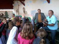 Les enfants, les parents d'élèves, Georges nouveau Président de l'OGEC, Riton.