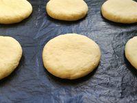 La préparation de la pâte à doughnuts