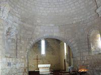 Entrée depuis un pont. Remparts vue intérieure. Eglise du XIIe et XIIIe siècles