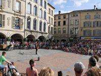 Les gradins de la place des Vosges, de la louvière ou du Champ de Mars pris d'assaut par le public