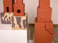 """""""Possibilité de fuite"""", """"Verrouillés"""", """"Les demeures improbables"""" ... les sculptures de Viola Montenot sont un chant d'exil."""