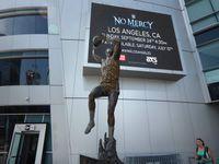 Sculptures de sportifs de Los Angeles devant le Stapples Center