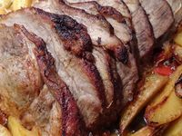 Assado de porco ou rôti de porc avec ses pommes de terre