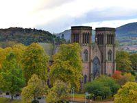 1. Gallerie couverte du Vicdtorian Market, 2 et 5 Inverness Castle, 3. Vue sur la rivière dont vous ne devinerez jamais le nom (Ness), 4 9 et 10. St Andrew's Cathedral, 6.l'Eglise des bords de la Ness (Ness Bank Church) 7. Les 3 vertues : Espoir, Foi et Charité (dans le désordre et ils le savent) 8. Vue
