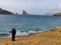 Bøur (au coeur de sa petite crique). Détail bizarre, les îles en face n'existent pas sur Google Map.