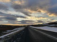 Arrêts suivants de la suite de la continuation : moi quand on s'arrete, je vais marcher dans la neige, j'adore le bruit ^^