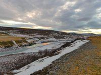 """Arrêt """"rivière à demi gelée au fond d'une gorge sous le soleil couchant"""" : parce que nous on tient nos promesses !"""