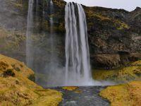 Seljalandsfoss : on remarquera le peu de photos (et de soleil)