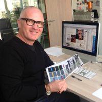 Je suis directeur artistique et concepteur graphique. Je travaille dans la presse et l'édition depuis 1983. Actuellement, je suis le D.A. de Ça m'intéresse Histoire, Capital et Management dans le groupe Prisma Media
