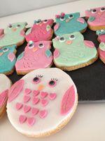 Mon péché mignon? La gourmandise...  Diplômée d'un CAP pâtissier et d'une bonne touche de créativité, j'aime réaliser des gâteaux en pâte à sucre, des Cupcakes, Whoopies ou autre...  Venez découvrir mon Univers et laissez vous séduire par la magie de Dby's CaKe...