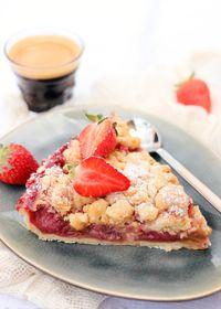 Tarte aux fraises et à la rhubarbe façon crumble