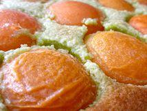 Tarte amandine aux abricots et à la pâte à pistache