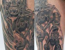 tatouage terminator cuisse