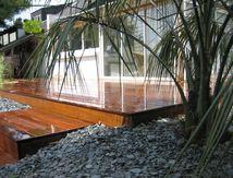 Paysagiste : Aménagement de jardin avec terrasse en bois sur Quiberon et Carnac - Arbor Mineral...