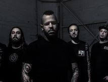 Nouvelle lyrics video de BAD WOLVES Toast to the ghost