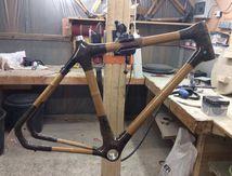 In Bô : poncage des vélos en bambous