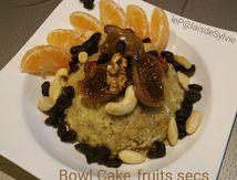 BOWL CAKE aux Noix variées, Raisins de Corinthe, Figue moelleuse et filet de sirop d'agave